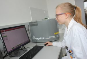 A college student learns about NMR with Spinsolve Carbon at HTLBA Wels in Austria